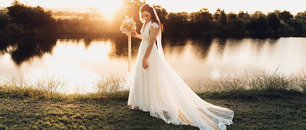 Pialligo Estate wedding - bride at sunset on molonglo river