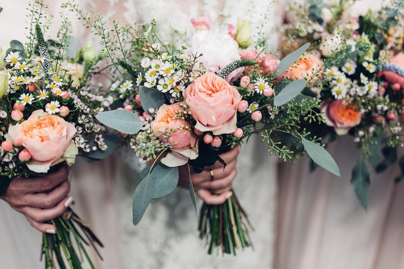 peach roses eucalyptus bouquet