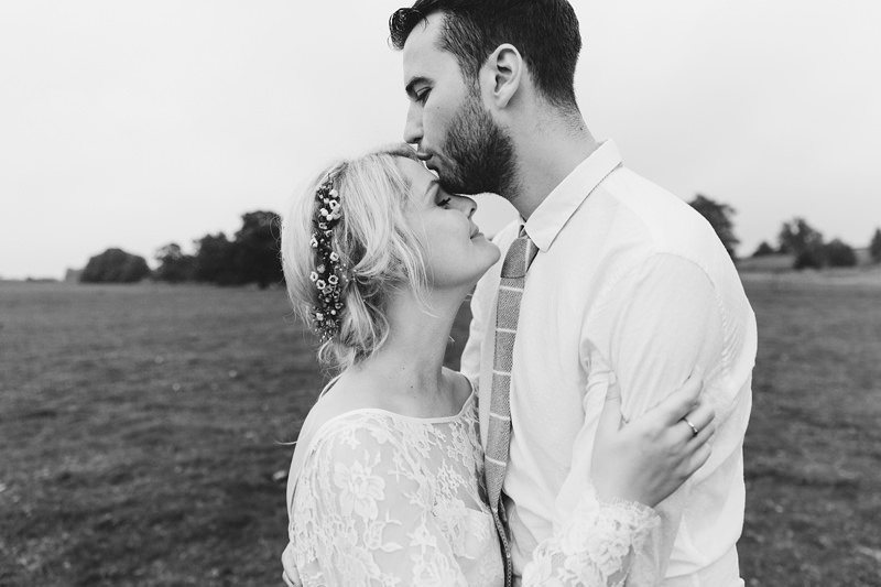 natural real moments wedding