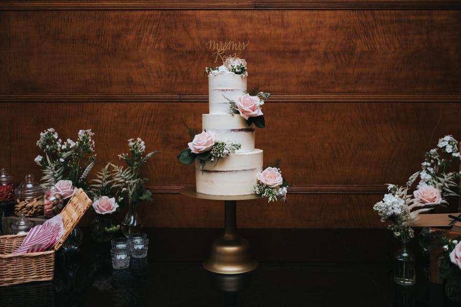 elegant simple wedding cake