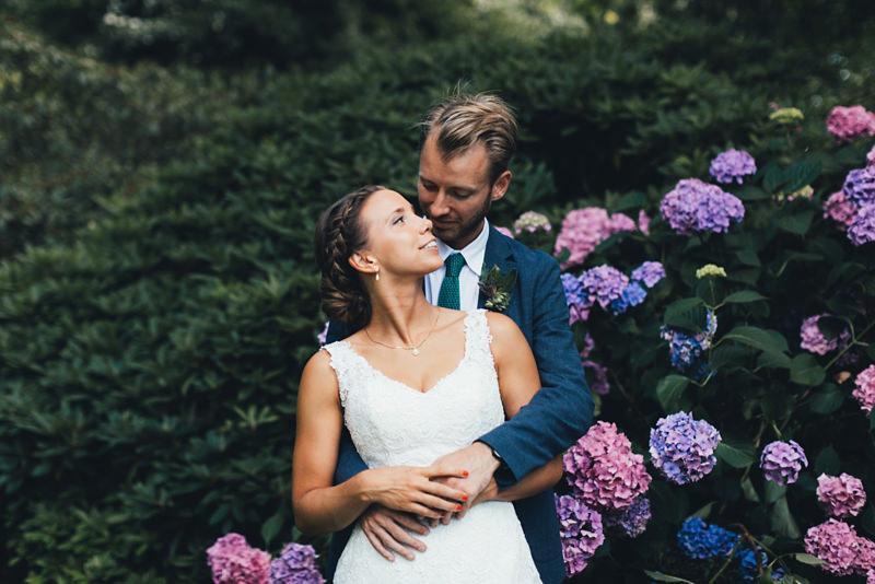 Very Merry Vintage Syle Sheffield Garden Walk Pretty: Summer Glasshouse Wedding At RHS Wisley Garden In Surrey – Hayley & Bretton (sneak Peek)
