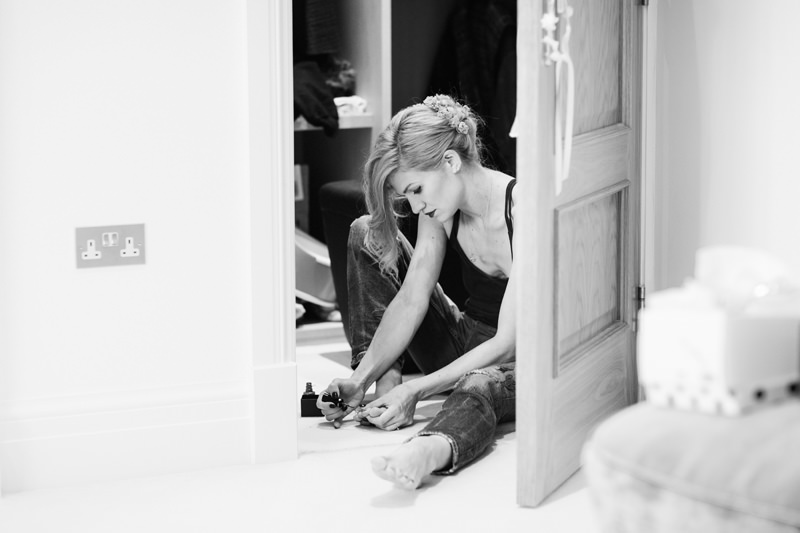 natural bridal preparations by modern east london wedding photographer miss gen