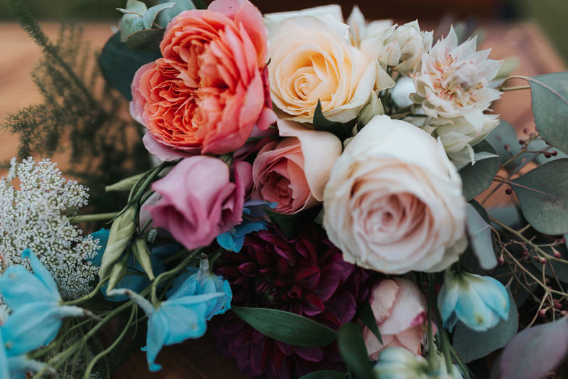 close up of summer bridal bouquet by creative modern wedding photographer missgen