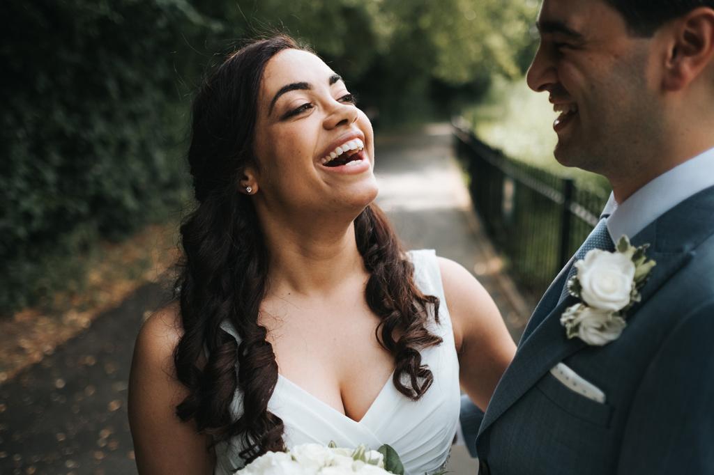 natural relaxed wedding photos