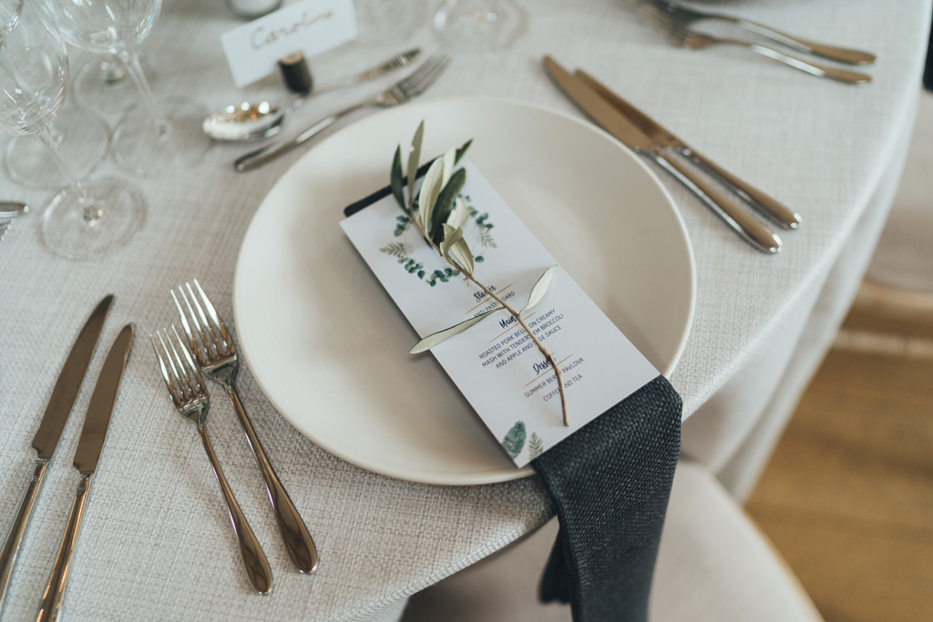 minimalist wedding styling