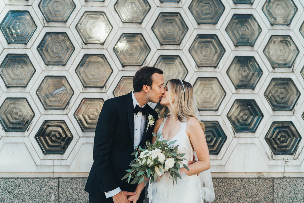 relaxed modern wedding photogaphy