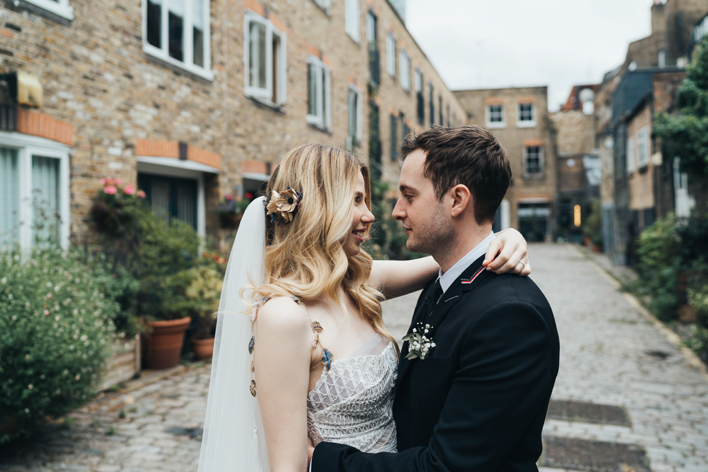 natural relaxed wedding photos london